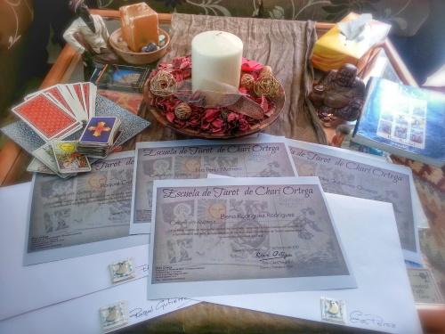 Entrega de Diplomas tras finalizar en Tercer Curso de Tarot de la Escuela de Chari Ortega